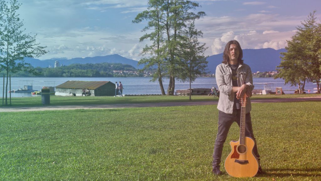GIONATA MIRAI, chitarrista del TEATRO DEGLI ORRORI suona NO POTHO REPOSARE, canzone popolare sarda, alla SPIAGGIA PUBBLICA DI CORGENO, per NEVERWASRADIO SOUNDS OUTSIDE