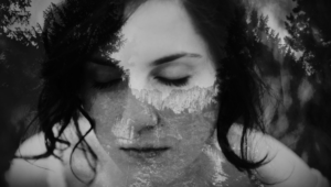 autoproduzione dal punk alla letteratura: Brucia la vecchia, il romanzo in crowdpublishing di Valeria Disagio