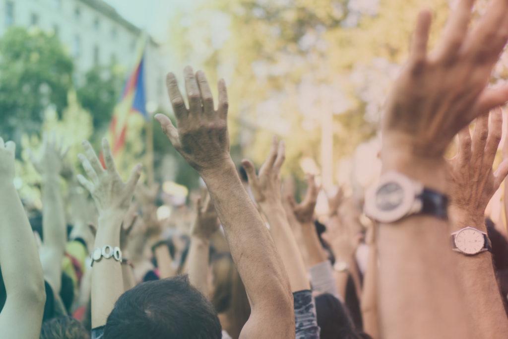 Musica Socialmente Utile è la playlist di NeverWas Radio che raccoglie la musica che racconta il mondo contemporaneo: migrazioni, guerre, parità di genere, metoo, LGBT+, brexit, climate change