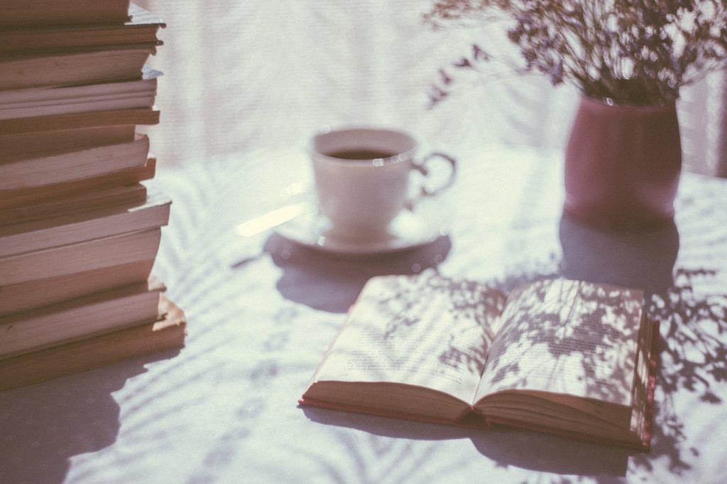 Quarta di copertina NeverWas Radio Leggere podcast libri relax lettura tè